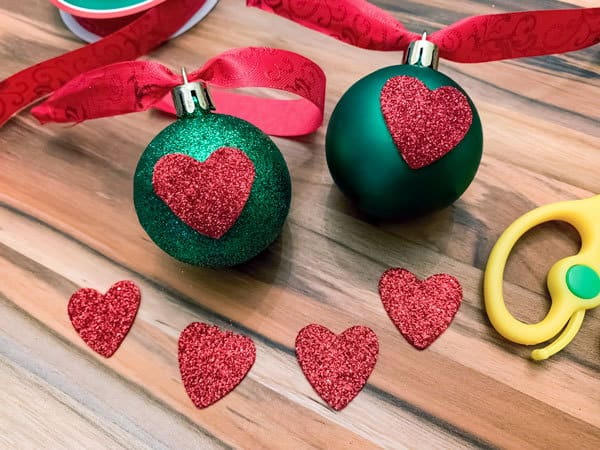 glitter and plain grinch ornaments that kids can make with this simple christmas diy