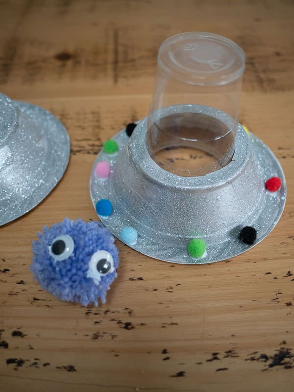 flying saucer craft for kids inspired by Aliens love underpants