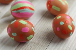Simple toddler craft that your older kids will enjoy as well to create painted Easter Eggs