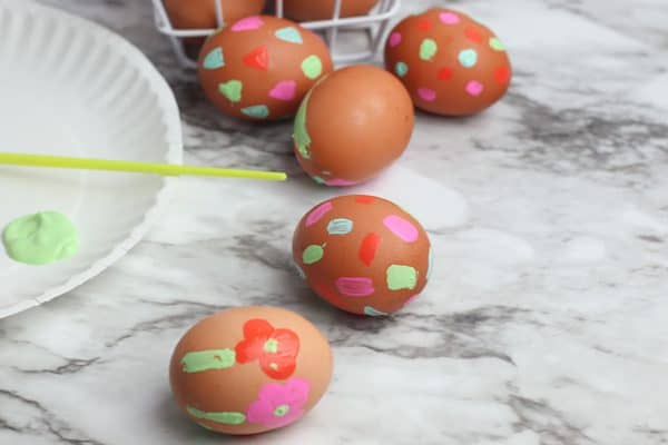 decorated Easter eggs to make with kids