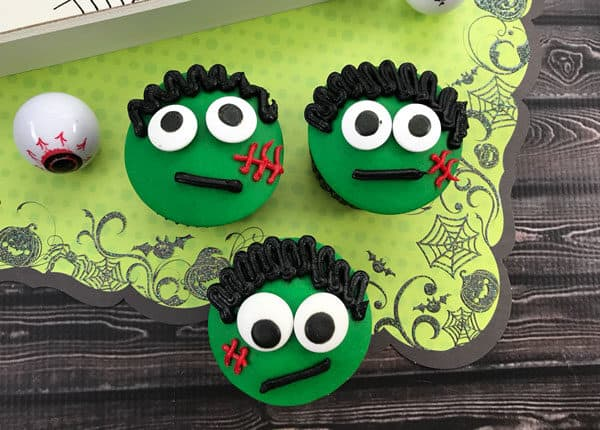 monster cupcakes for kids to decorate for Halloween parties