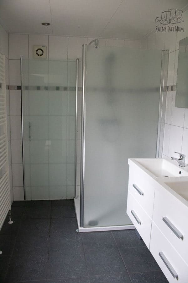 shower room at duinrell in a premium duingalow