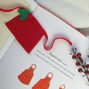 No Sew Felt Apron for Dolls Christmas Craft for Kids to Make Inspired by Christmas Cookies by Amy Krouse Rosenthal