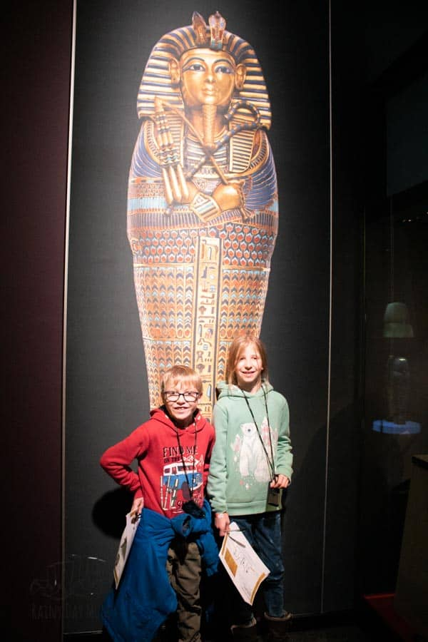 visiting London why not take a tour of the Tutankhamun exhibit with the kids at the saatchi gallery