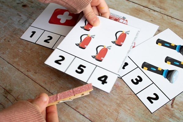 matching the number of objects with the number on the count and clip cards