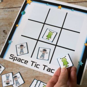 alien vs astronaut tic tac toe free printable game for toddlers and preschoolers