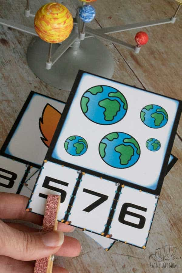 clip the counting cards matching the number of planets with the number at the base of the card