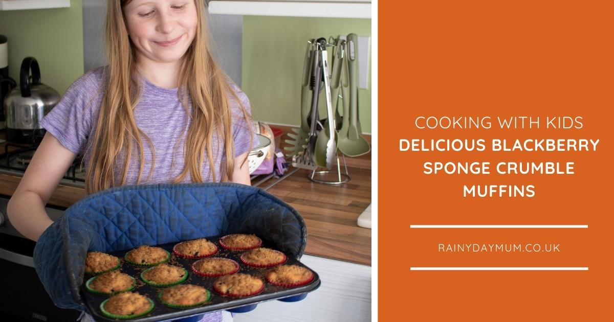 Delicious Blackberry Crumble Muffins to Cook with Kids