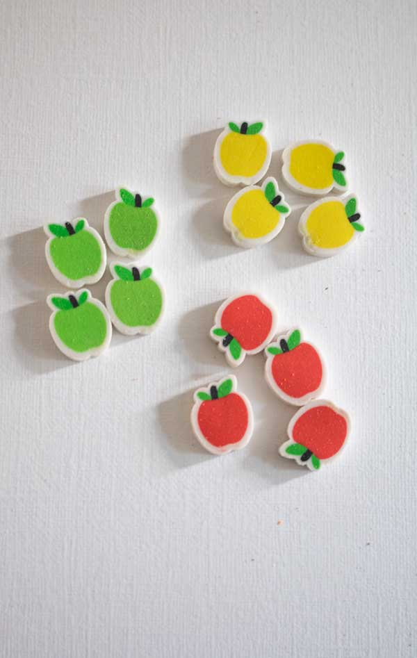 sorting apples into piles of the same colour and same number